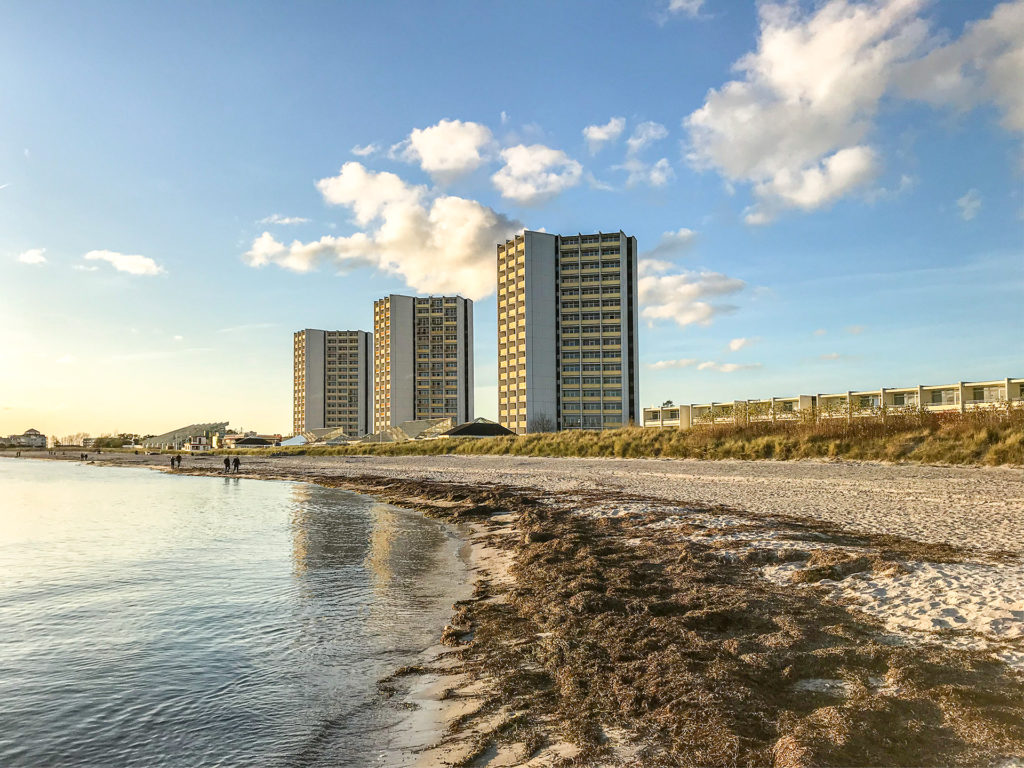 Fehmarn Südstrand, denkmalgeschützte IFA Hochhäuser, Herbst 2019